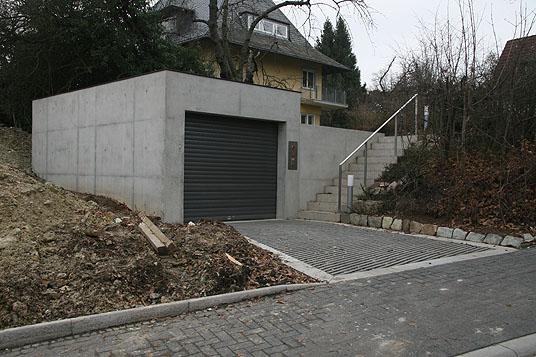 neubau doppelparker und carport in wiesbaden garage und carport in sichtbeton objekte. Black Bedroom Furniture Sets. Home Design Ideas